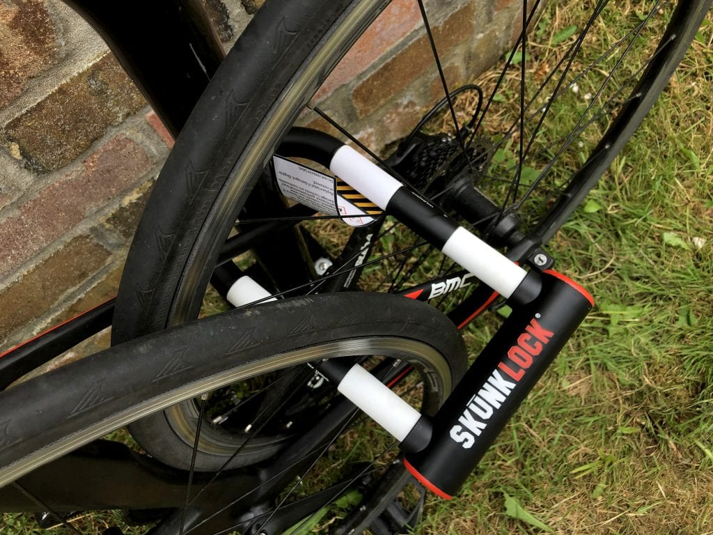 How to lock your bike with the Skunklock