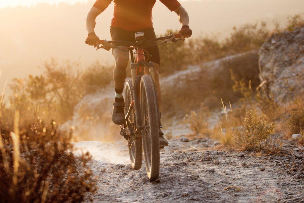 29er mountain bike on dusty trail